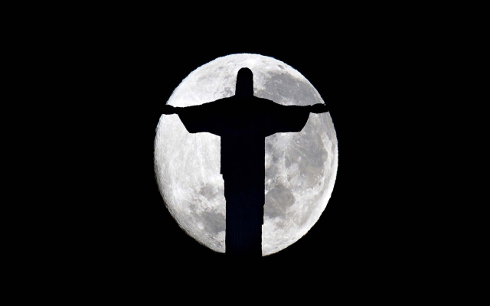 christ_the_redeemer_moon-wide